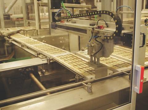 """Modernizarea fabricii """"Kandia Dulce"""" a însemnat introdurerea de noi tehnologii de preparare a ciocolatei."""